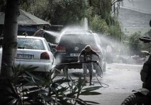 Albania-bambini-autolavaggio