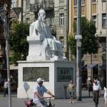 macedonia-scultura-piazza