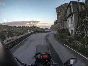 motociclismo-a-esempio-piace-il-sud-badolato-strada