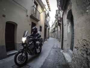 motociclismo-a-esempio-piace-il-sud-badolato-vicoli