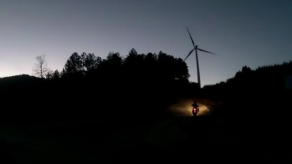 motociclismo-a-esempio-piace-il-sud-parco-eolico