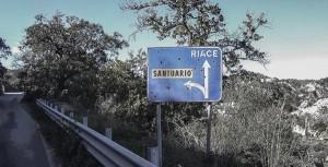 motociclismo-a-esempio-piace-il-sud-riace-cartello