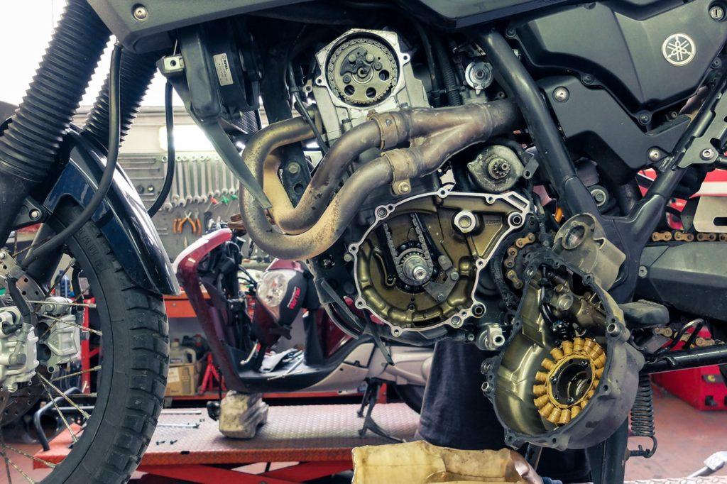 preparazione-giro-del-mondo-in-moto-motore