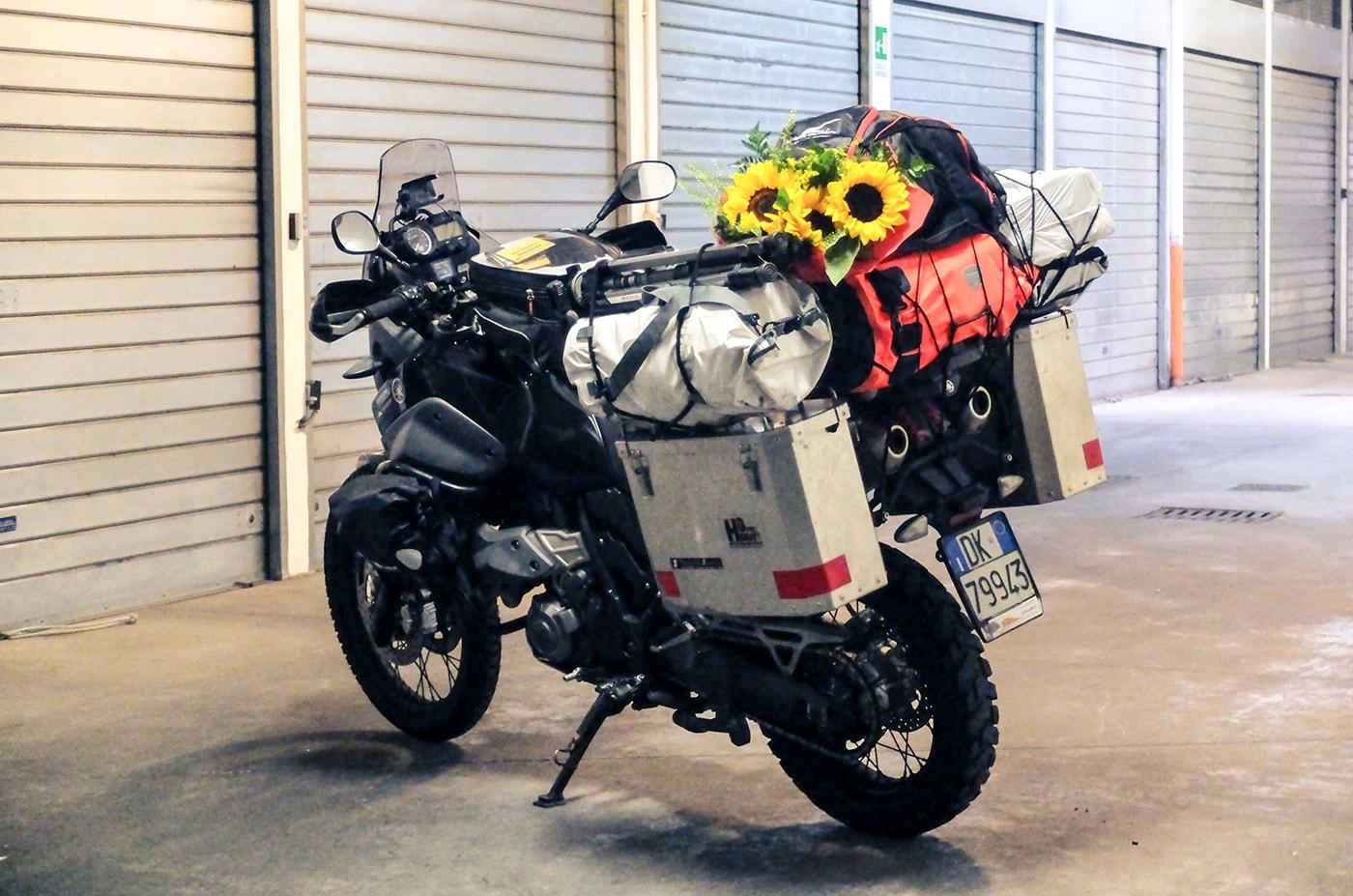 preparazione-giro-del-mondo-in-moto-sofia carica