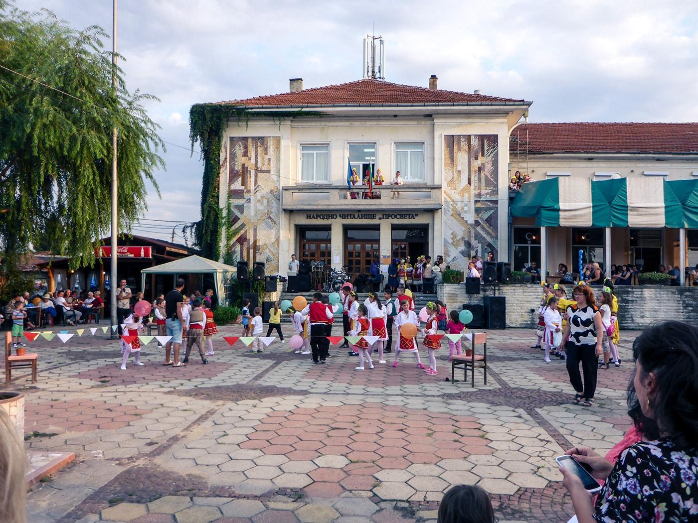balcani-in-moto-festa-rom-bambini