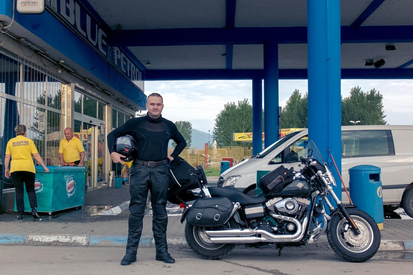 balcani-in-moto-uomo-mezzo-polacco