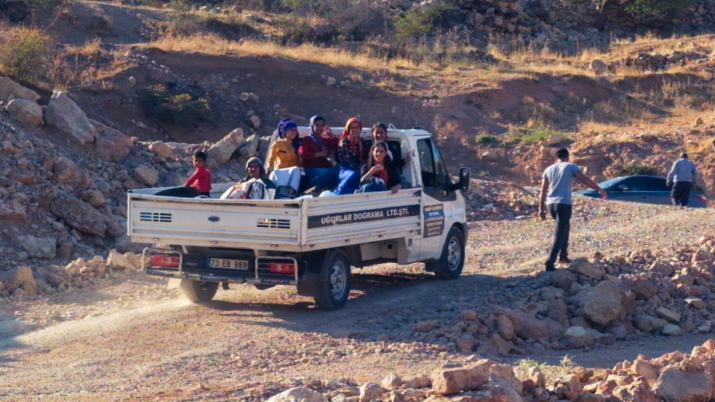 popolo curdo donne su furgone