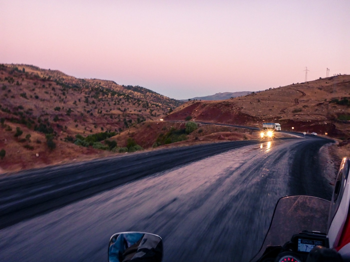 popolo curdo asfalto appena steso