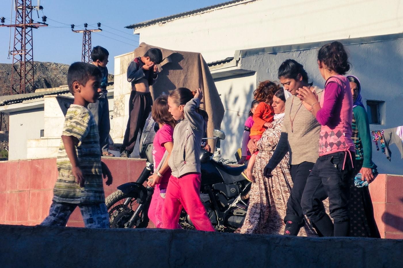 Yazidi-campo-profughi-moto