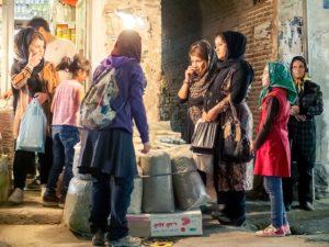 iran in moto donne al bazar urmia