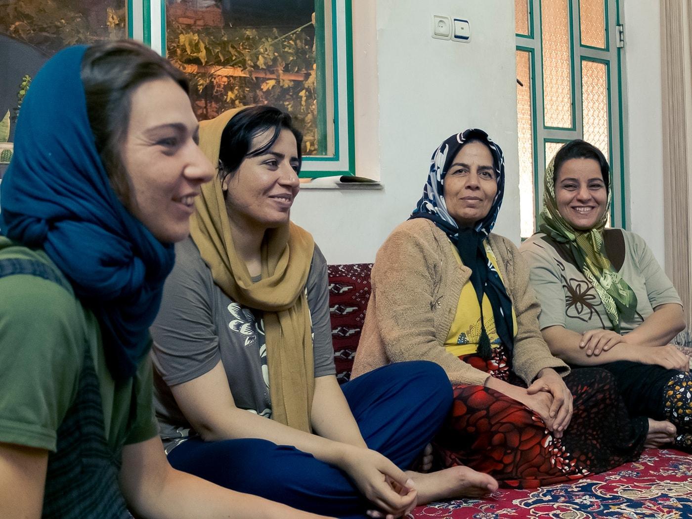 ospitalita iraniana donne in cerchio