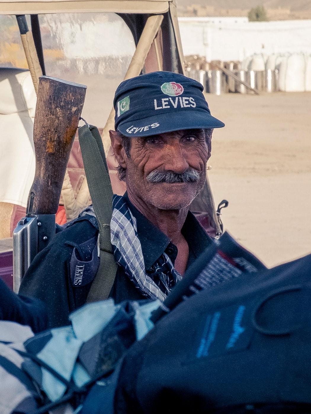 la scorta pakistan levies veterano