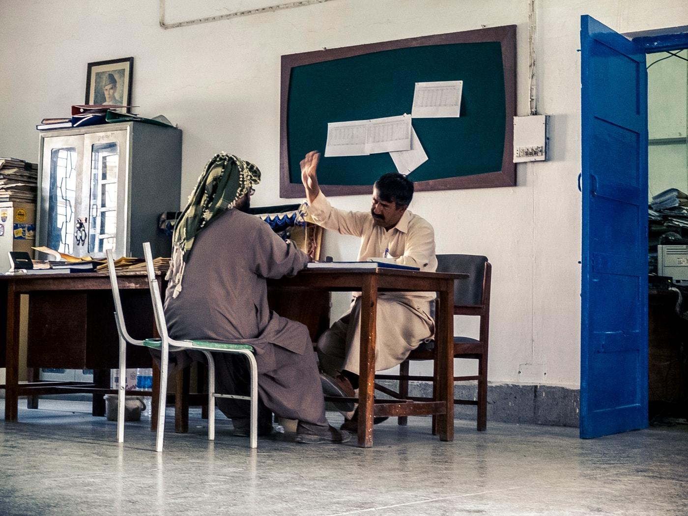 la scorta ufficio dogana pakistan