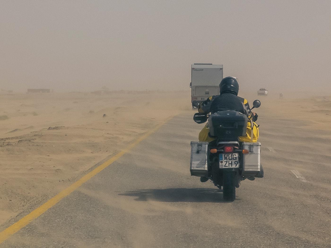 welcome to pakistan strada deserto