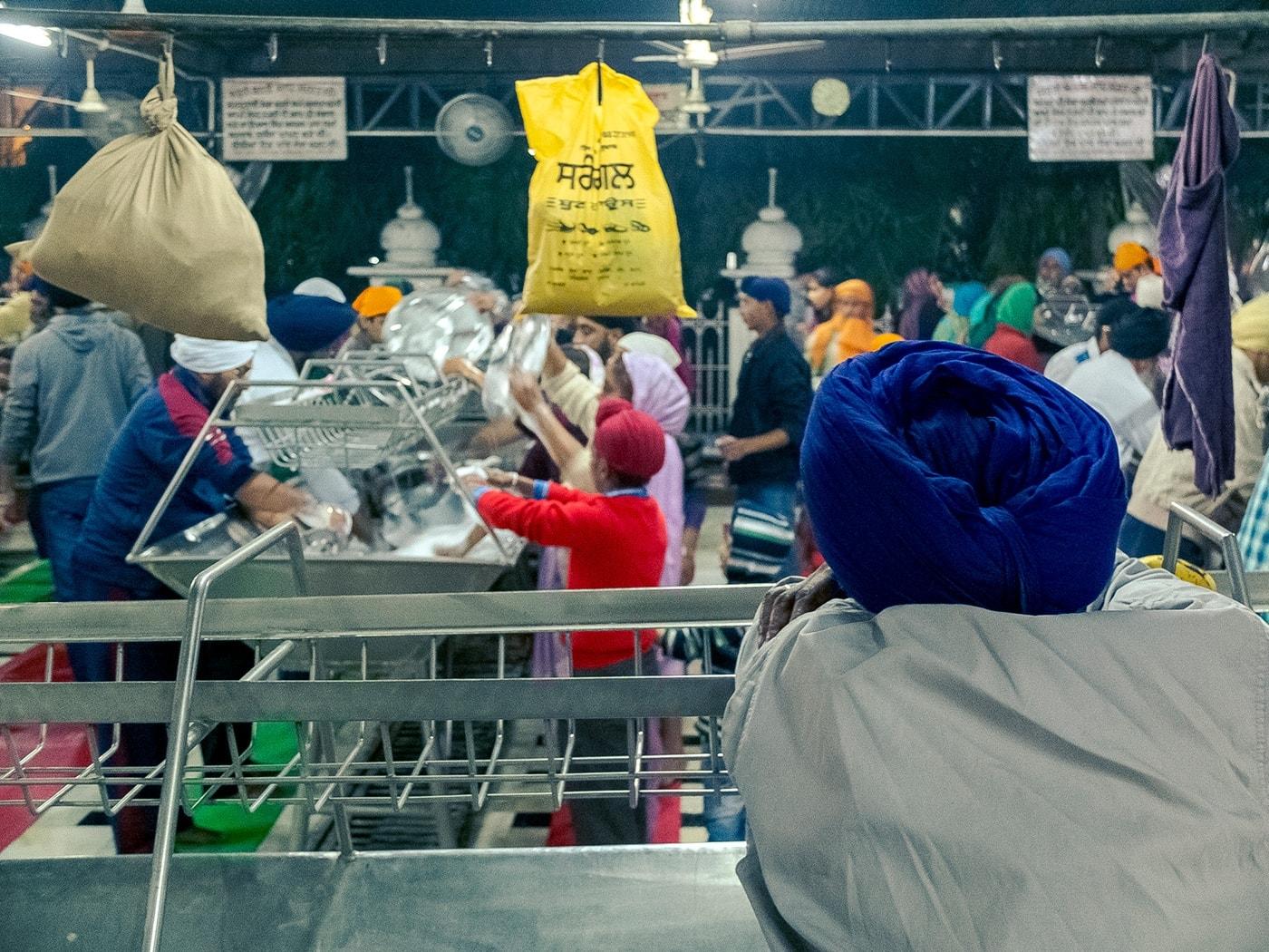 viaggio in india amritsar cucina comune lavaggio