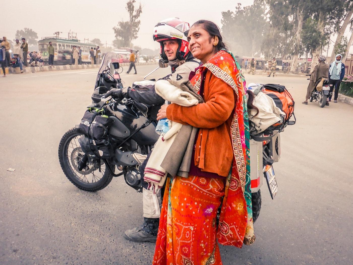 viaggio in india donna moto