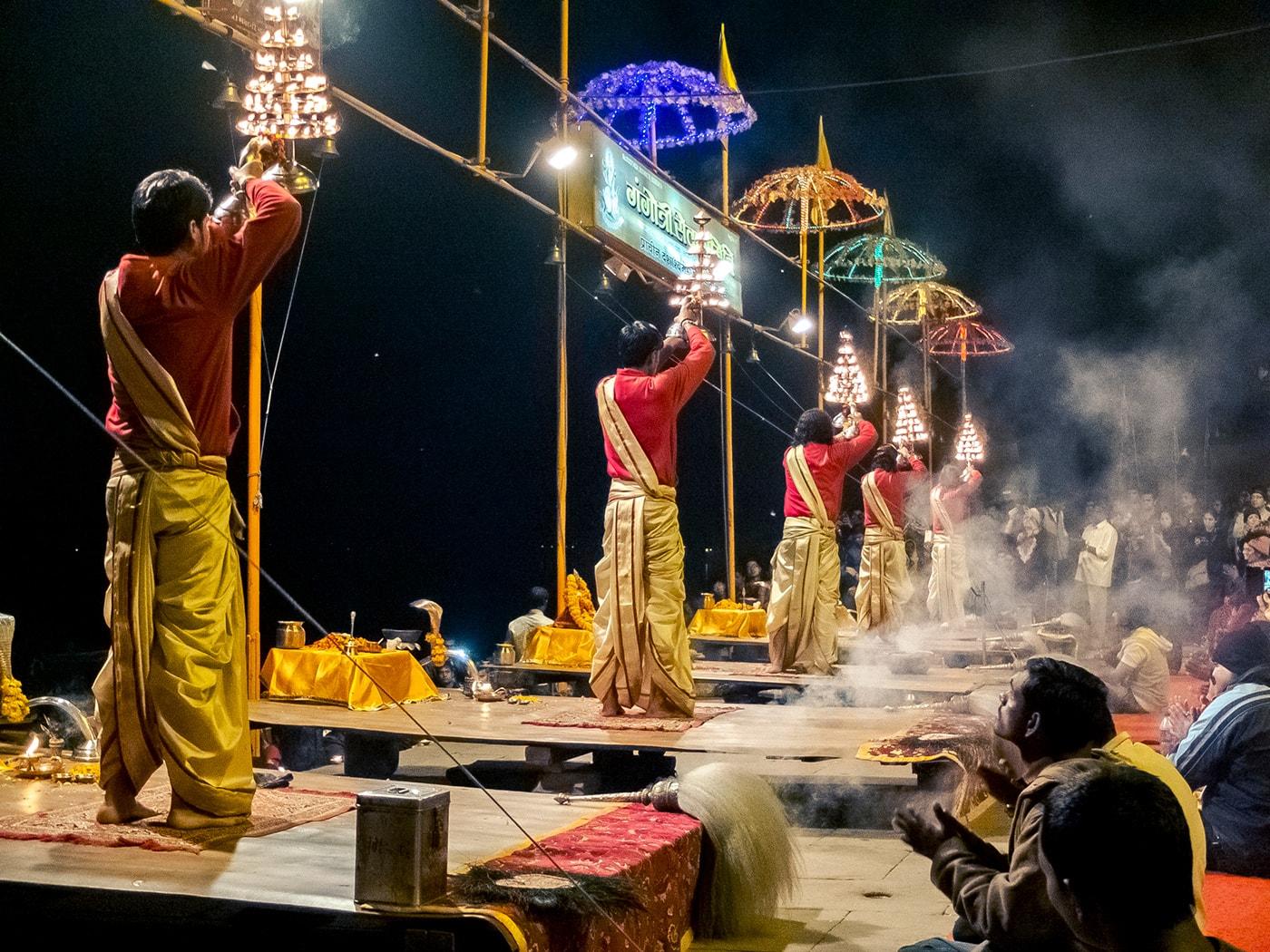cultura indiana varanasi cerimonia dashaswamedh ghat
