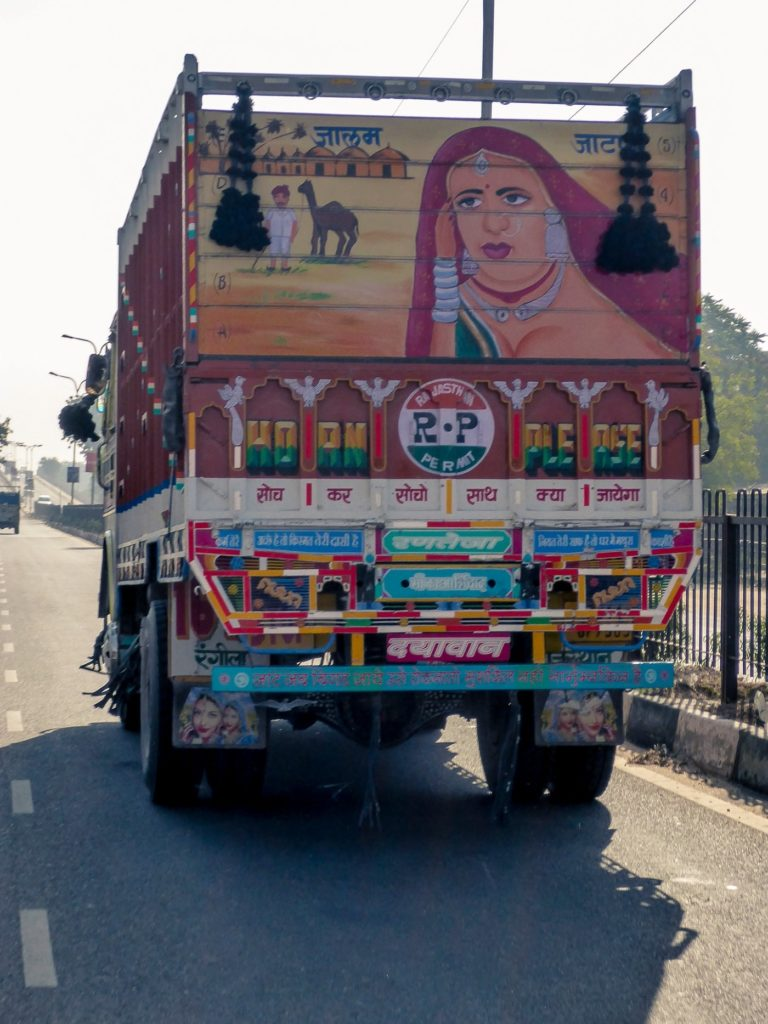 india in moto camion clacson