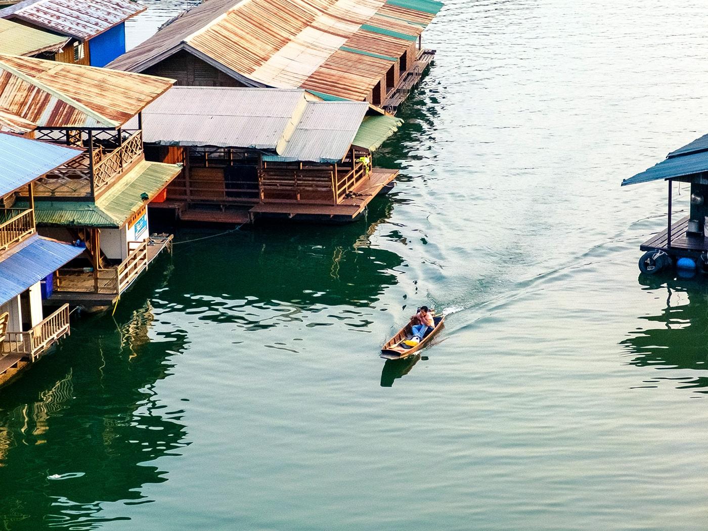 rifugiati birmani fiume barca