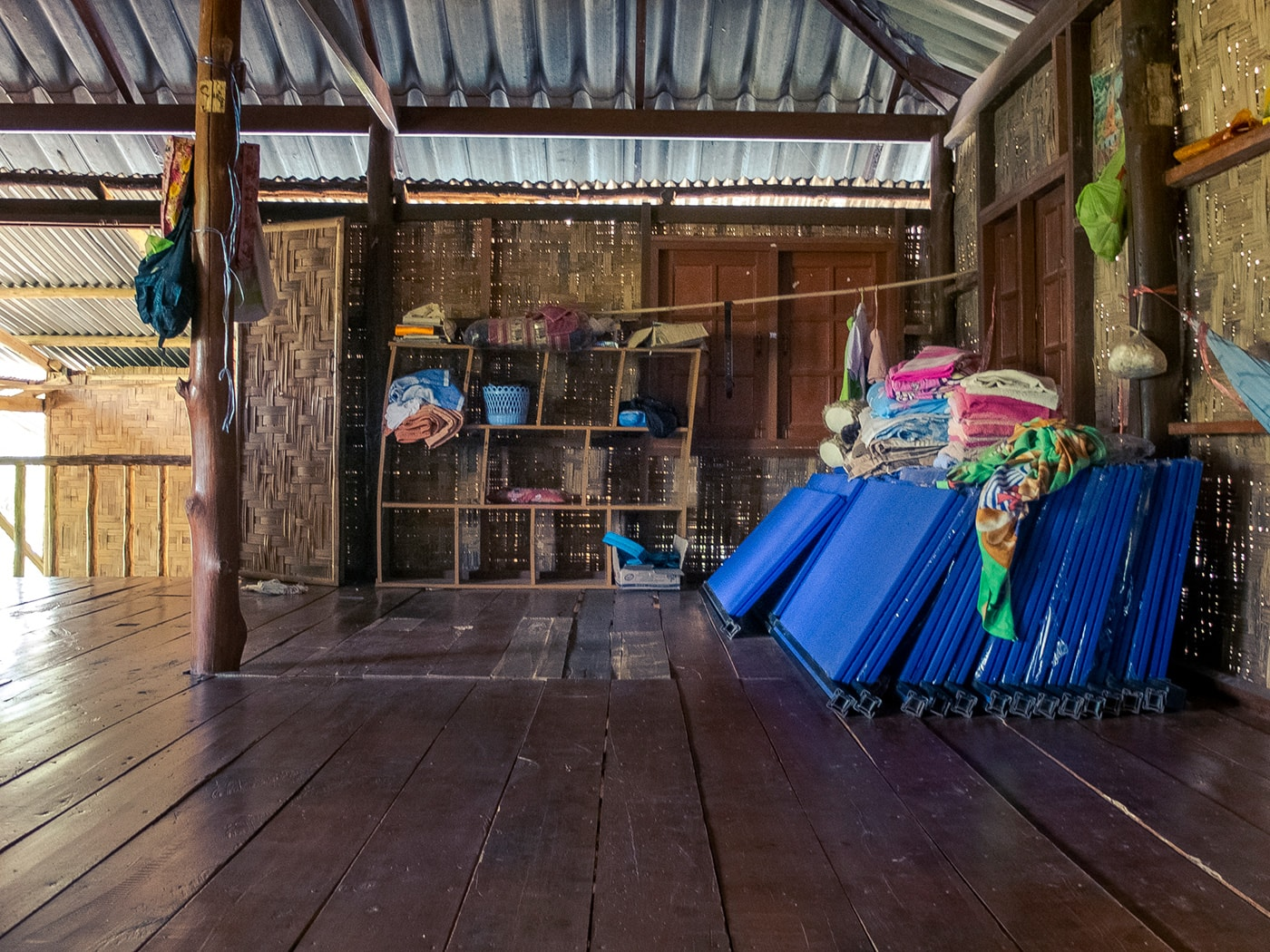 rifugiati birmani sangkhlaburi bambini alloggi