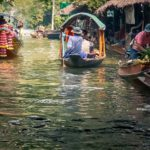 thailandia in moto khlong lat mayom floating market