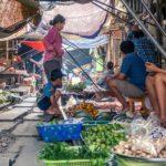 thailandia in moto mae klong mercato