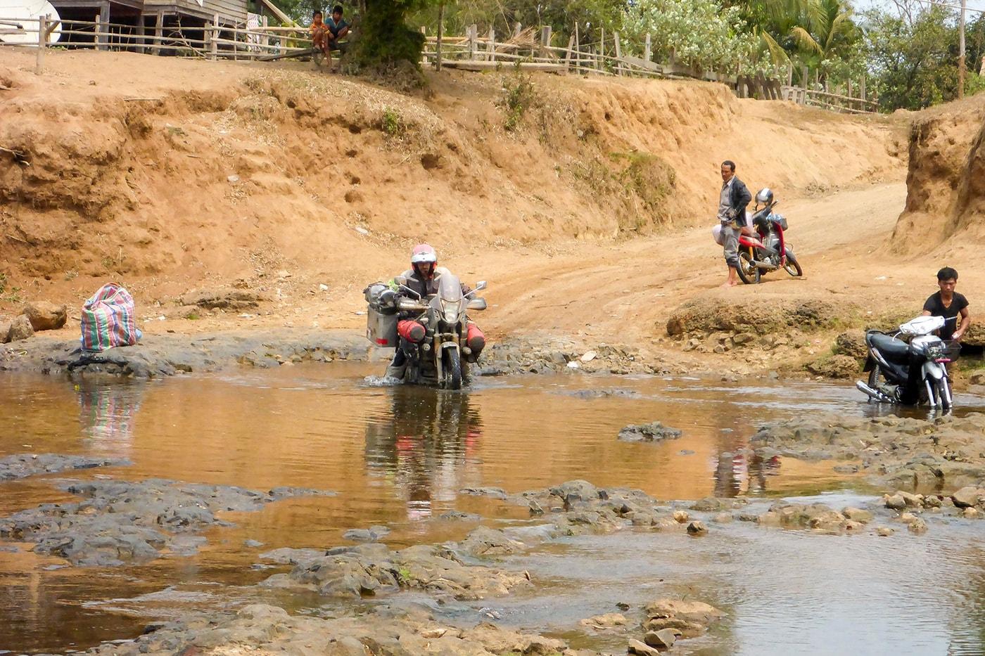 inizio di un guado laos