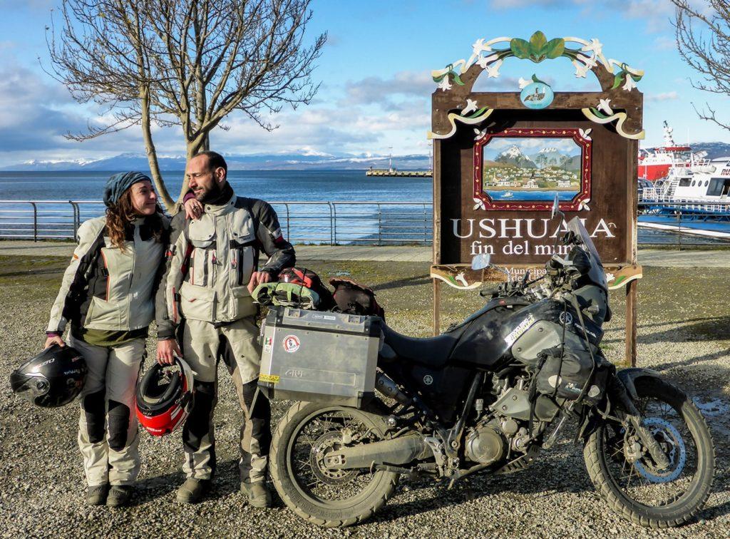 ushuaia in moto cartello fin del mundo