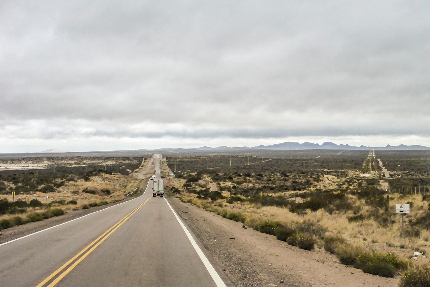 orizzonte della steppa patagonia in moto