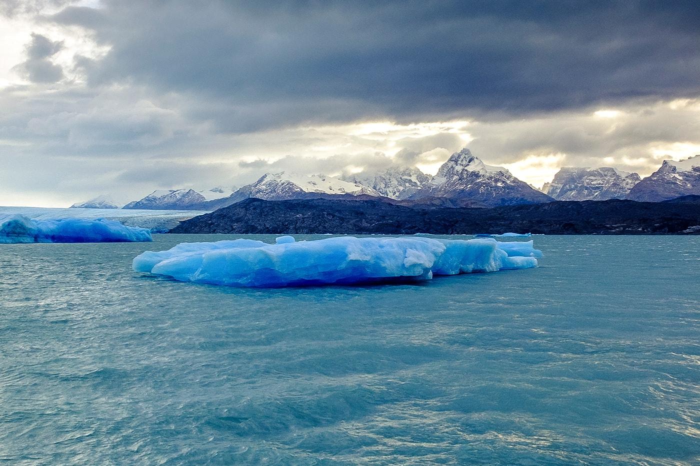 un iceberg sul lago argentino