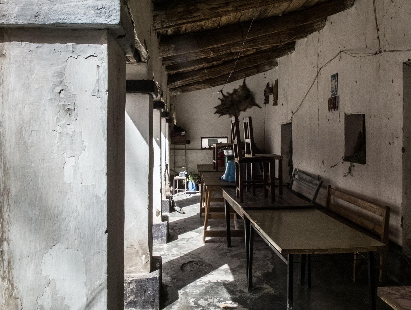 portico taverna nel deserto argentina del nord