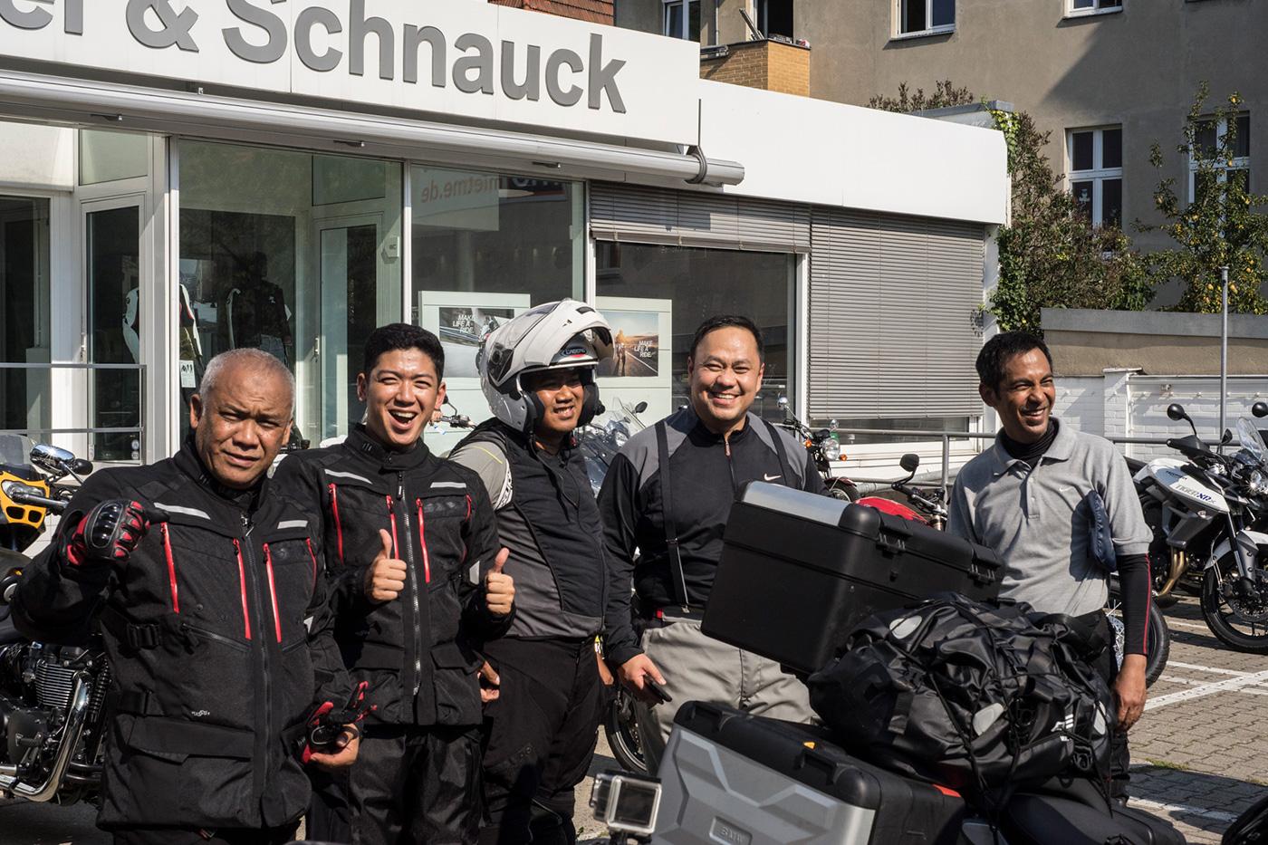 gruppo motociclisti tour leader noleggio